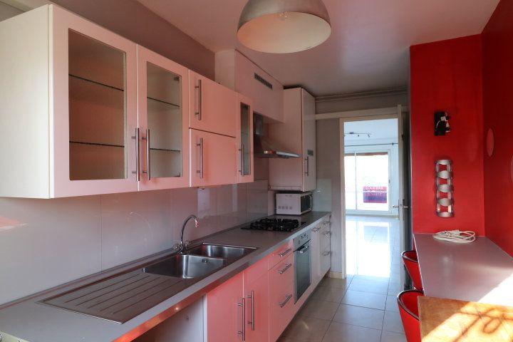 Appartement à louer 3 60.25m2 à Marseille 8 vignette-1