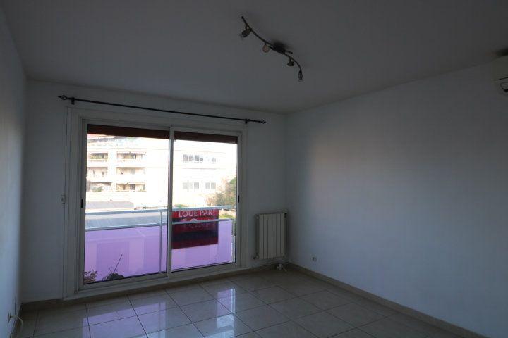 Appartement à louer 3 60.25m2 à Marseille 8 vignette-3