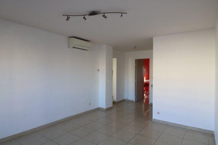 Appartement à louer 3 60.25m2 à Marseille 8 vignette-4