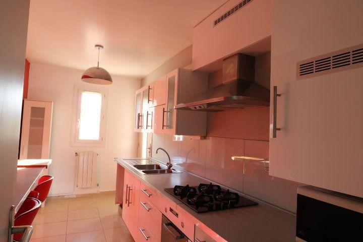Appartement à louer 3 60.25m2 à Marseille 8 vignette-5