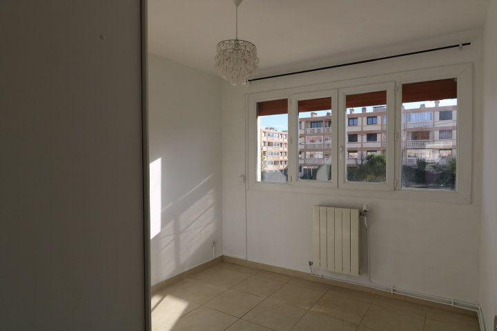 Appartement à louer 3 60.25m2 à Marseille 8 vignette-6