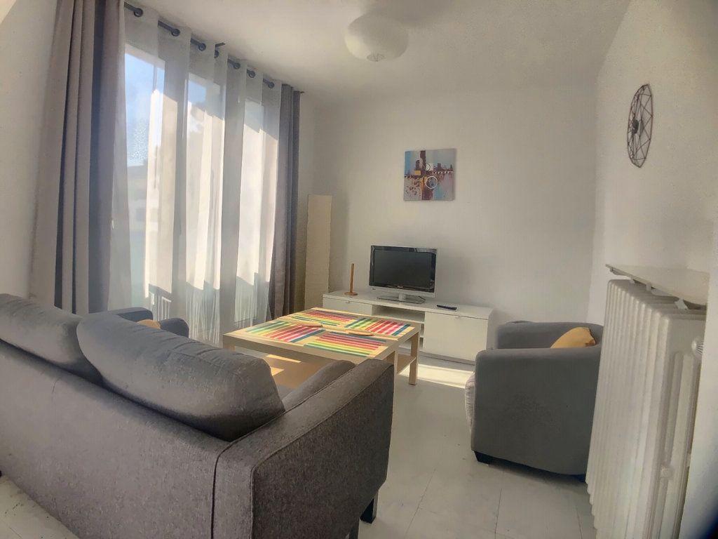 Appartement à louer 4 75.52m2 à Marseille 9 vignette-2