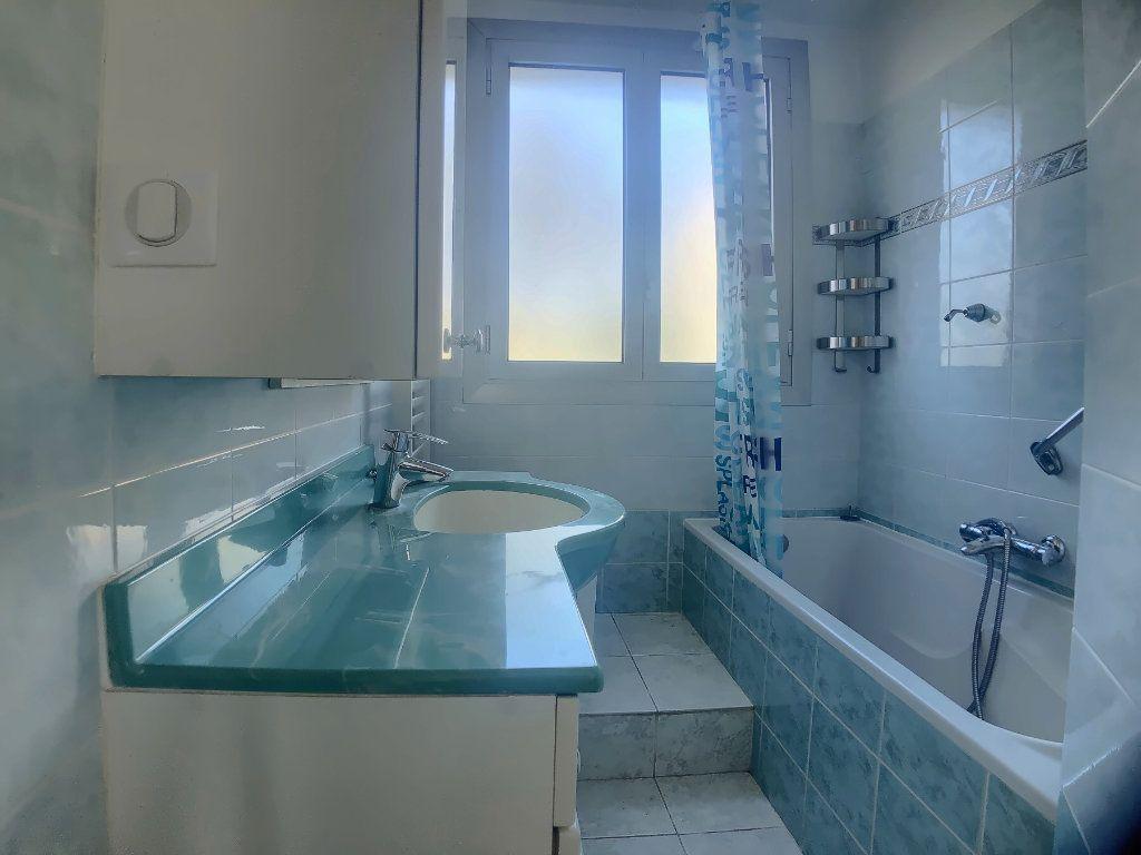 Appartement à louer 4 75.52m2 à Marseille 9 vignette-7