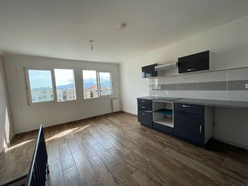 Appartement à louer 2 64.77m2 à Marseille 8 vignette-1