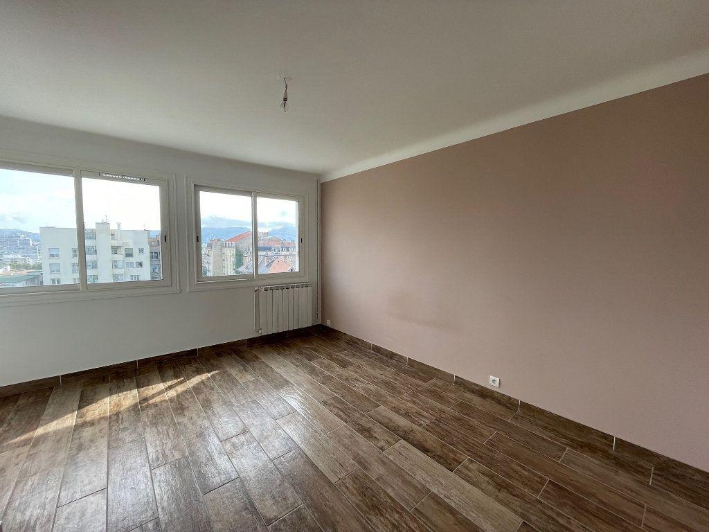 Appartement à louer 2 64.77m2 à Marseille 8 vignette-4