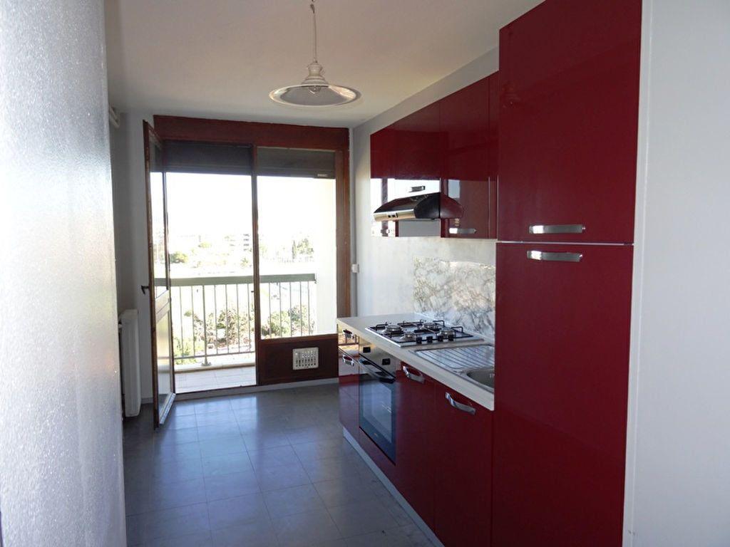 Appartement à louer 3 92.63m2 à Marseille 8 vignette-2