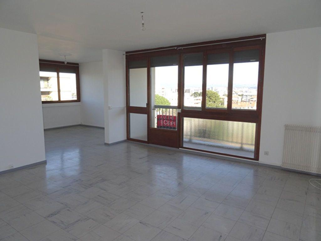 Appartement à louer 3 92.63m2 à Marseille 8 vignette-3
