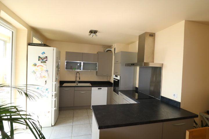 Appartement à louer 4 72.18m2 à Marseille 8 vignette-2
