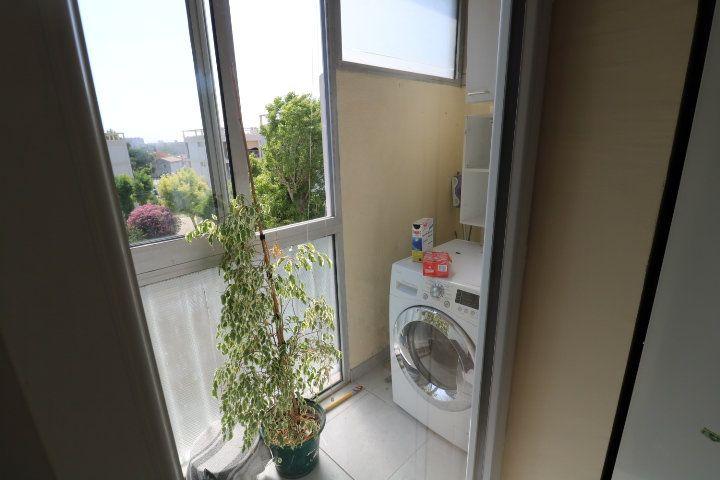 Appartement à louer 4 72.18m2 à Marseille 8 vignette-3