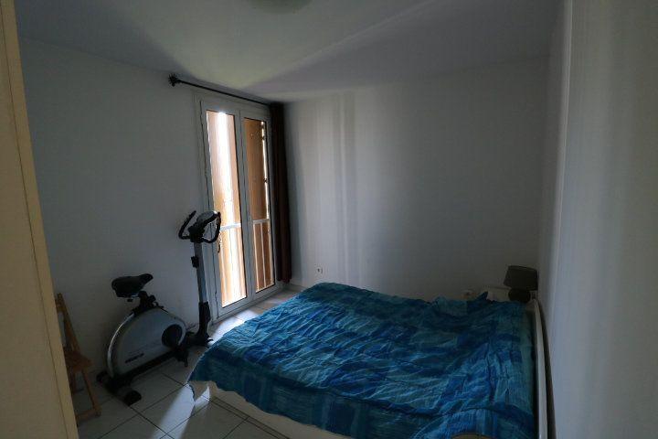 Appartement à louer 4 72.18m2 à Marseille 8 vignette-4