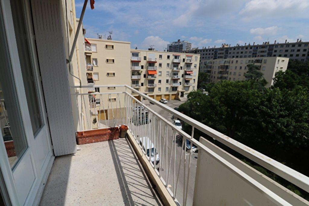 Appartement à louer 4 63.61m2 à Marseille 8 vignette-2