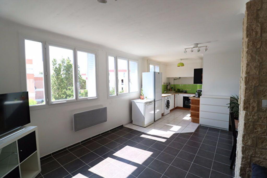 Appartement à vendre 3 60.19m2 à Marseille 8 vignette-1
