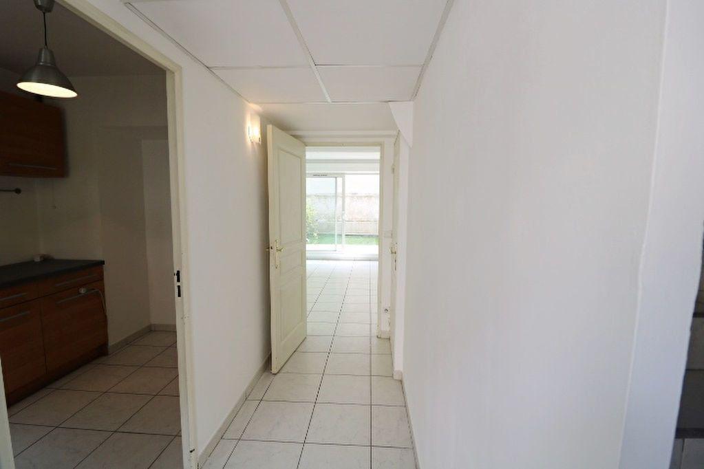 Maison à louer 3 66.05m2 à Marseille 6 vignette-6