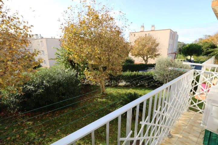 Appartement à louer 3 53m2 à Marseille 8 vignette-1
