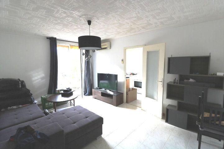 Appartement à louer 3 53m2 à Marseille 8 vignette-2