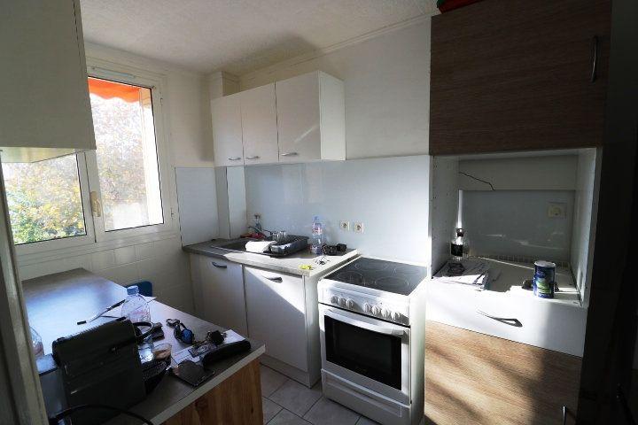 Appartement à louer 3 53m2 à Marseille 8 vignette-3
