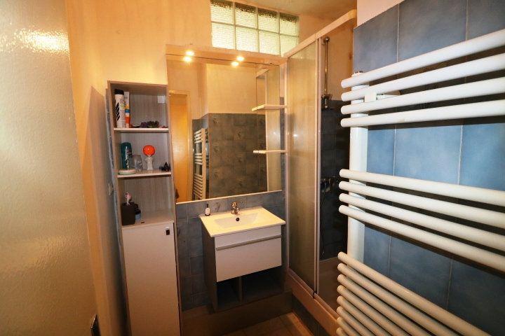 Appartement à louer 3 53m2 à Marseille 8 vignette-4
