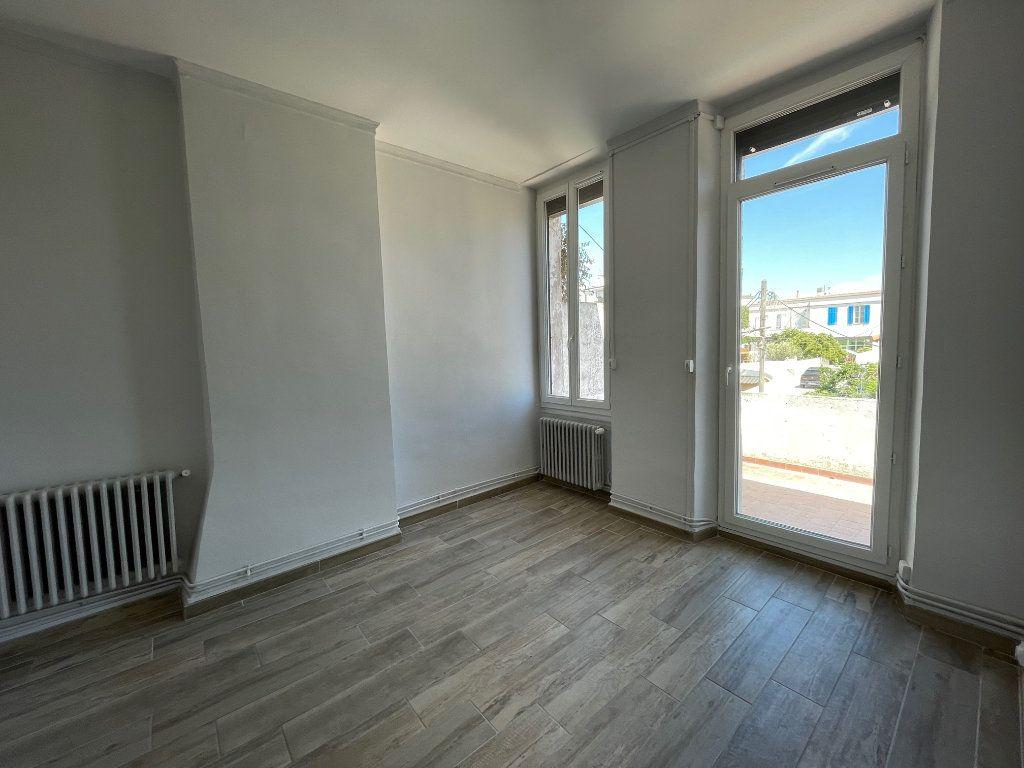 Appartement à louer 3 42.15m2 à Marseille 8 vignette-1