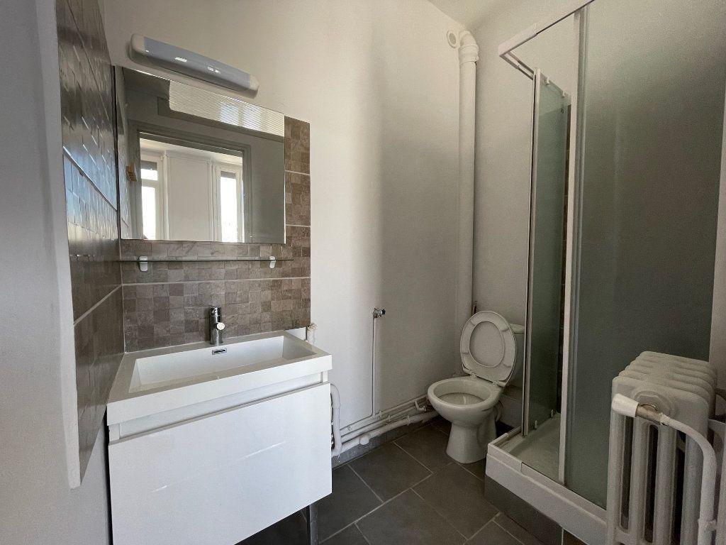 Appartement à louer 3 42.15m2 à Marseille 8 vignette-5