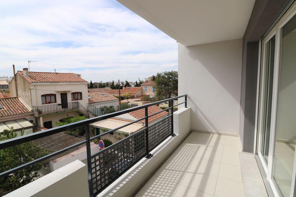 Appartement à louer 1 31m2 à Marseille 9 vignette-1