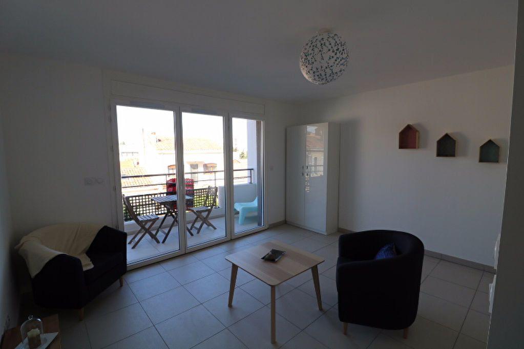 Appartement à louer 1 31m2 à Marseille 9 vignette-2