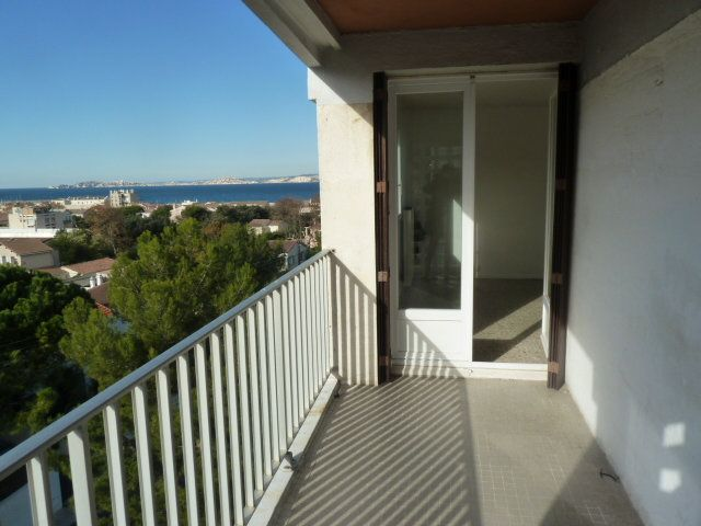 Appartement à louer 3 57.65m2 à Marseille 8 vignette-1