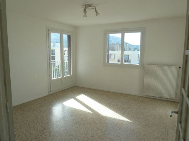 Appartement à louer 3 57.65m2 à Marseille 8 vignette-2