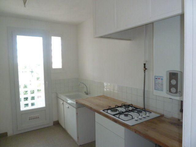Appartement à louer 3 57.65m2 à Marseille 8 vignette-3
