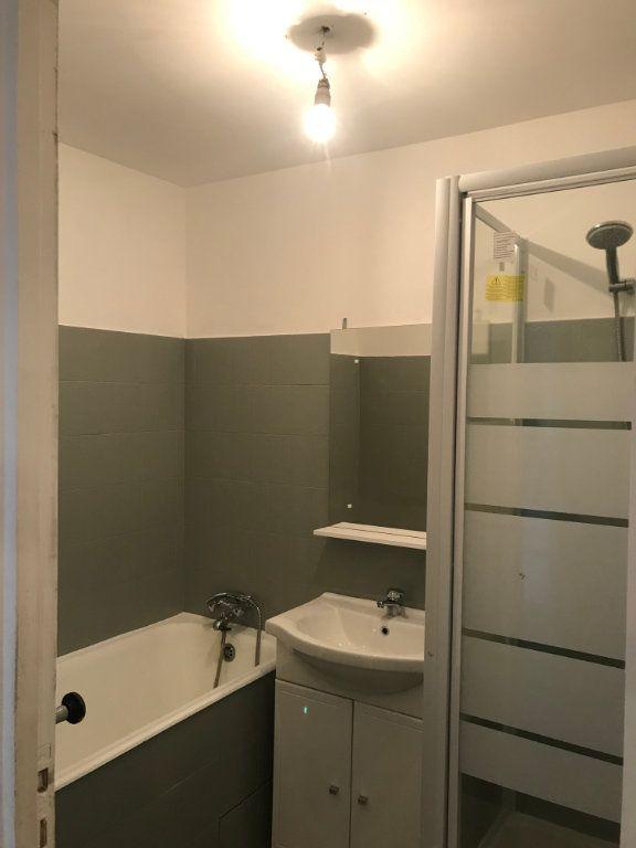 Appartement à louer 3 57.65m2 à Marseille 8 vignette-5