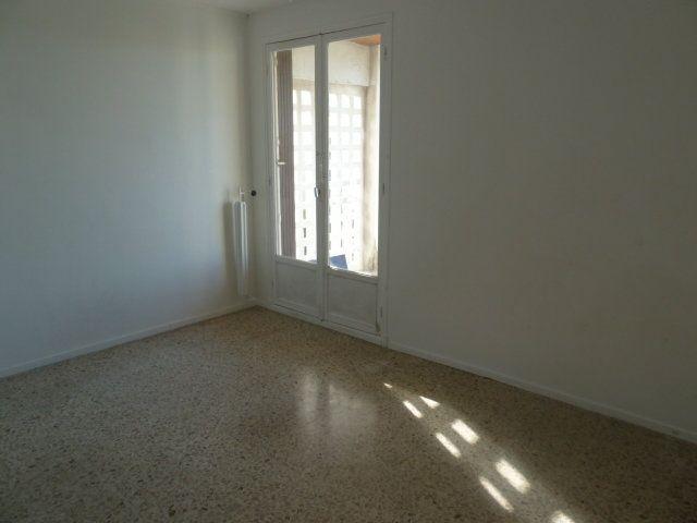 Appartement à louer 3 57.65m2 à Marseille 8 vignette-7