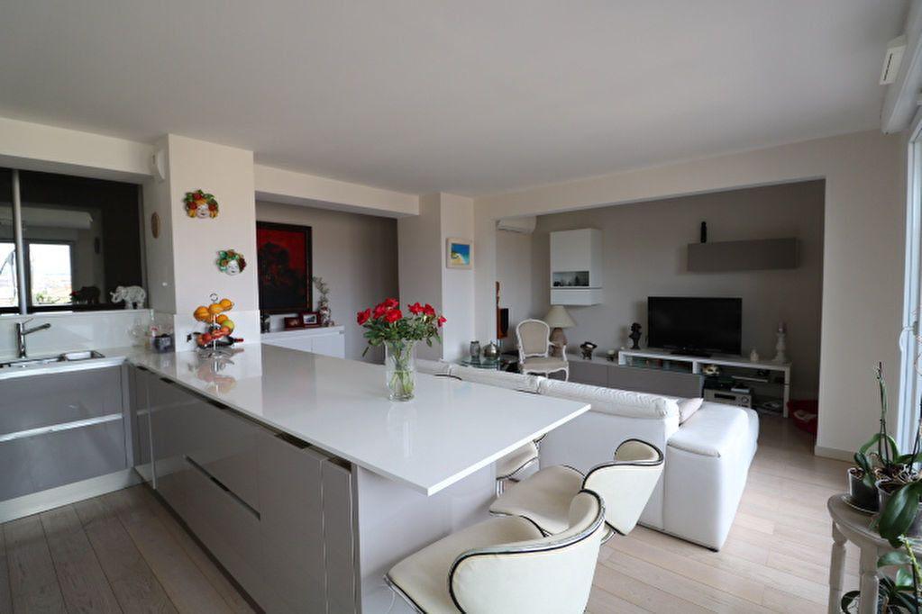 Appartement à louer 4 100m2 à Marseille 6 vignette-1