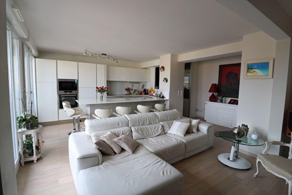Appartement à louer 4 100m2 à Marseille 6 vignette-4