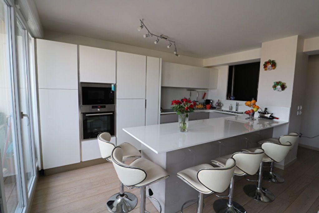 Appartement à louer 4 100m2 à Marseille 6 vignette-5