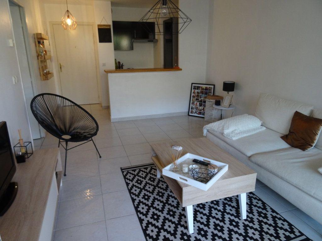 Appartement à louer 2 33.14m2 à Marseille 8 vignette-1