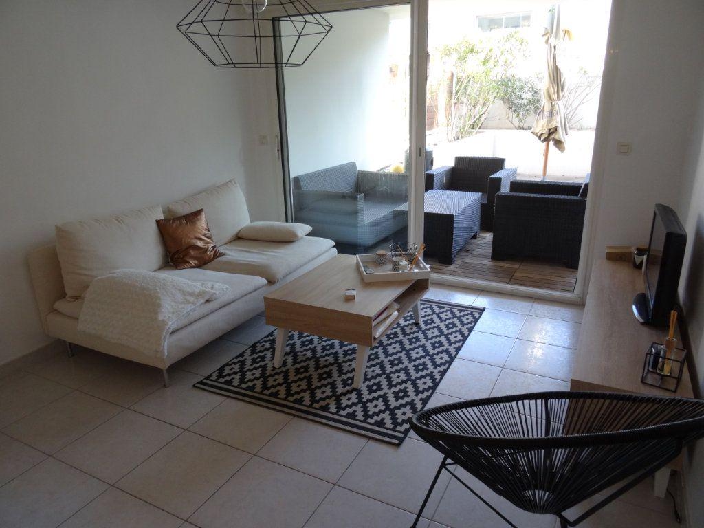 Appartement à louer 2 33.14m2 à Marseille 8 vignette-2