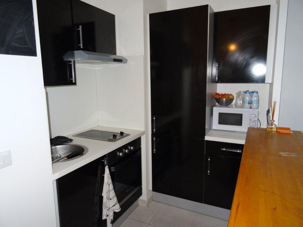 Appartement à louer 2 33.14m2 à Marseille 8 vignette-3