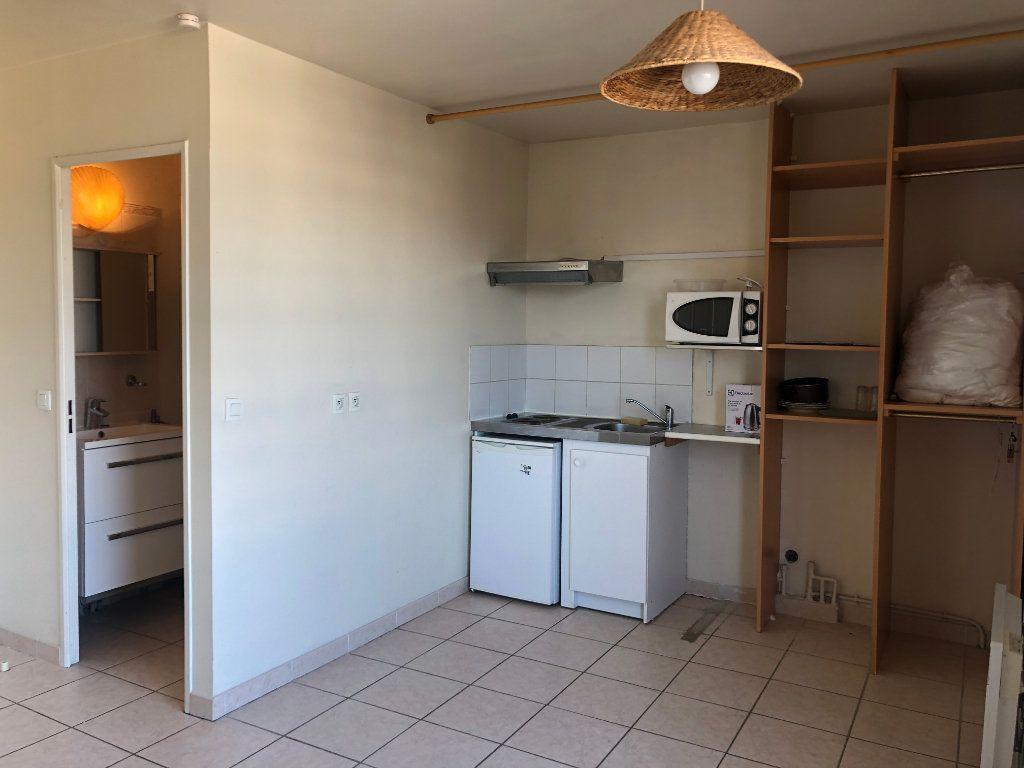 Appartement à louer 1 18.7m2 à Marseille 7 vignette-3