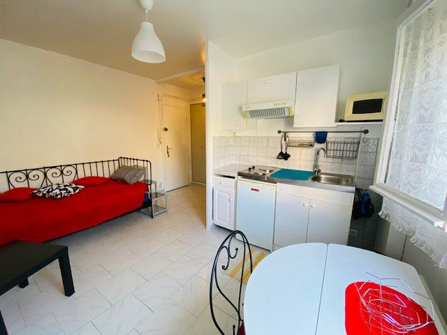 Appartement à louer 1 18m2 à Marseille 9 vignette-1