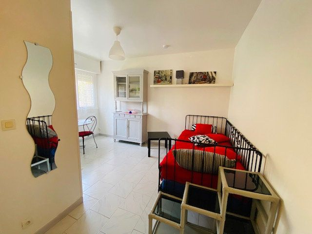 Appartement à louer 1 18m2 à Marseille 9 vignette-2