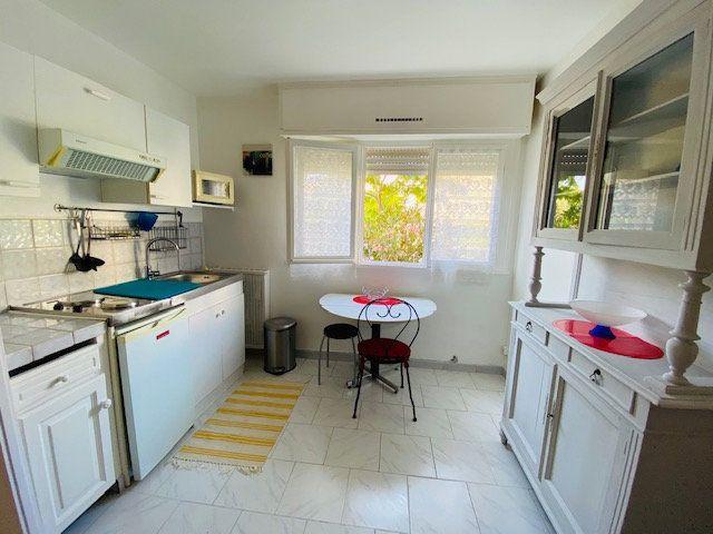 Appartement à louer 1 18m2 à Marseille 9 vignette-3