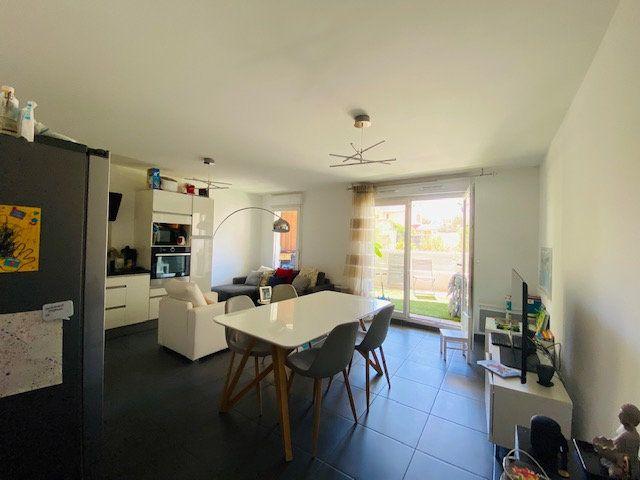 Appartement à louer 3 65.2m2 à Marseille 9 vignette-2