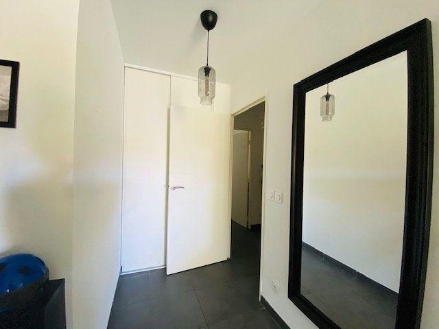Appartement à louer 3 65.2m2 à Marseille 9 vignette-7