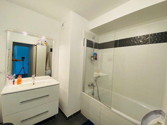 Appartement à louer 3 65.2m2 à Marseille 9 vignette-8