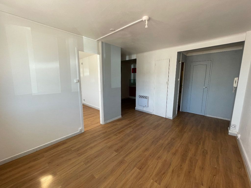 Appartement à louer 2 38m2 à Marseille 8 vignette-3