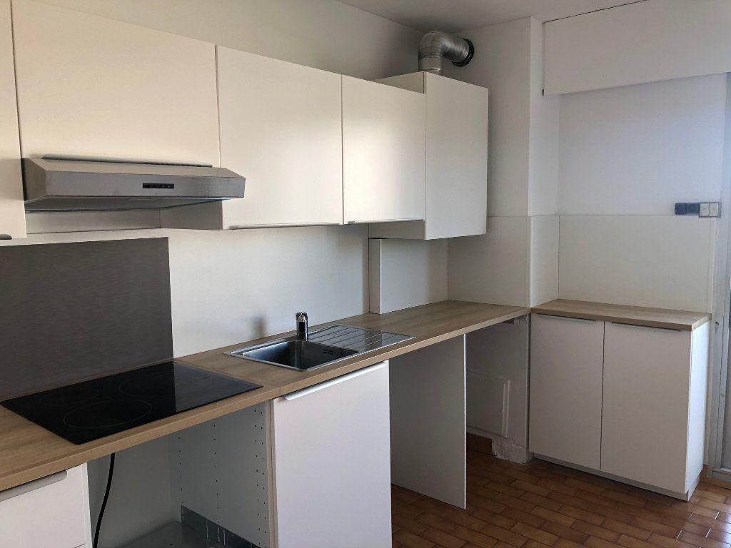 Appartement à louer 3 73m2 à Marseille 8 vignette-3