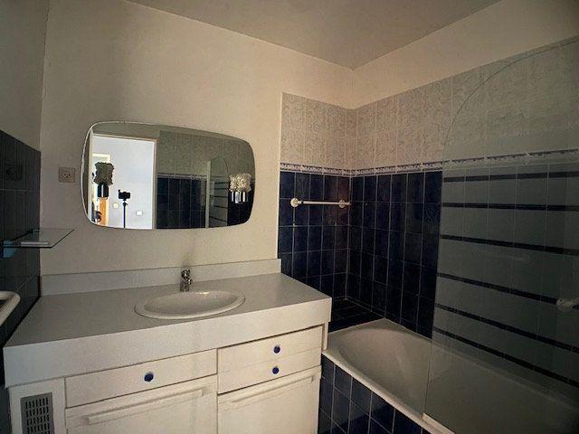 Appartement à louer 3 73m2 à Marseille 8 vignette-7