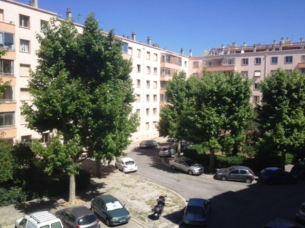Appartement à louer 4 63.23m2 à Marseille 9 vignette-9