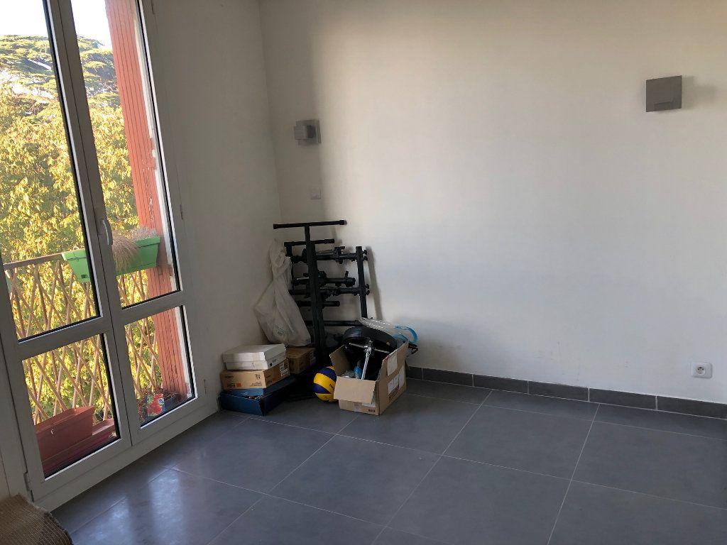 Appartement à louer 4 67m2 à Marseille 12 vignette-8