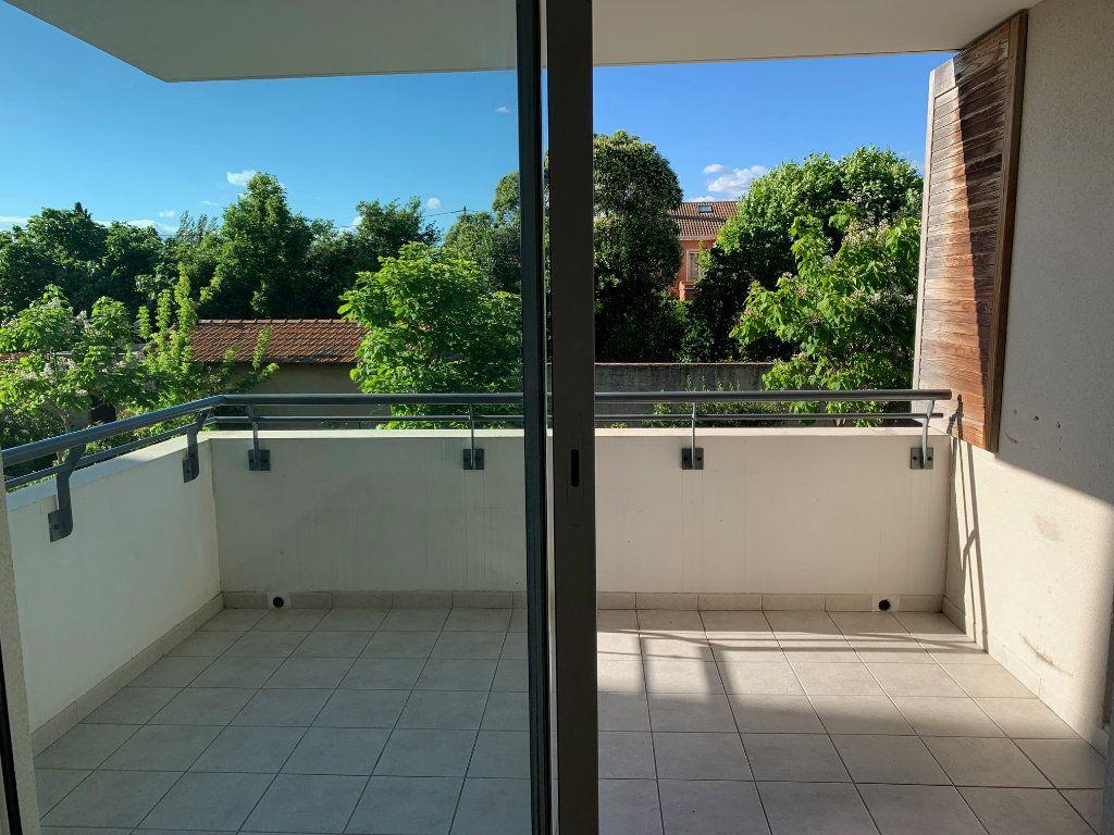 Appartement à louer 2 46.01m2 à Marseille 8 vignette-1