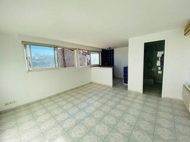 Appartement à louer 1 25.8m2 à Marseille 6 vignette-1